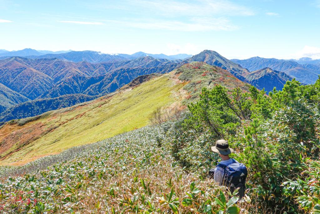 越後駒ヶ岳(魚沼駒ヶ岳)・山頂から駒ノ小屋へ