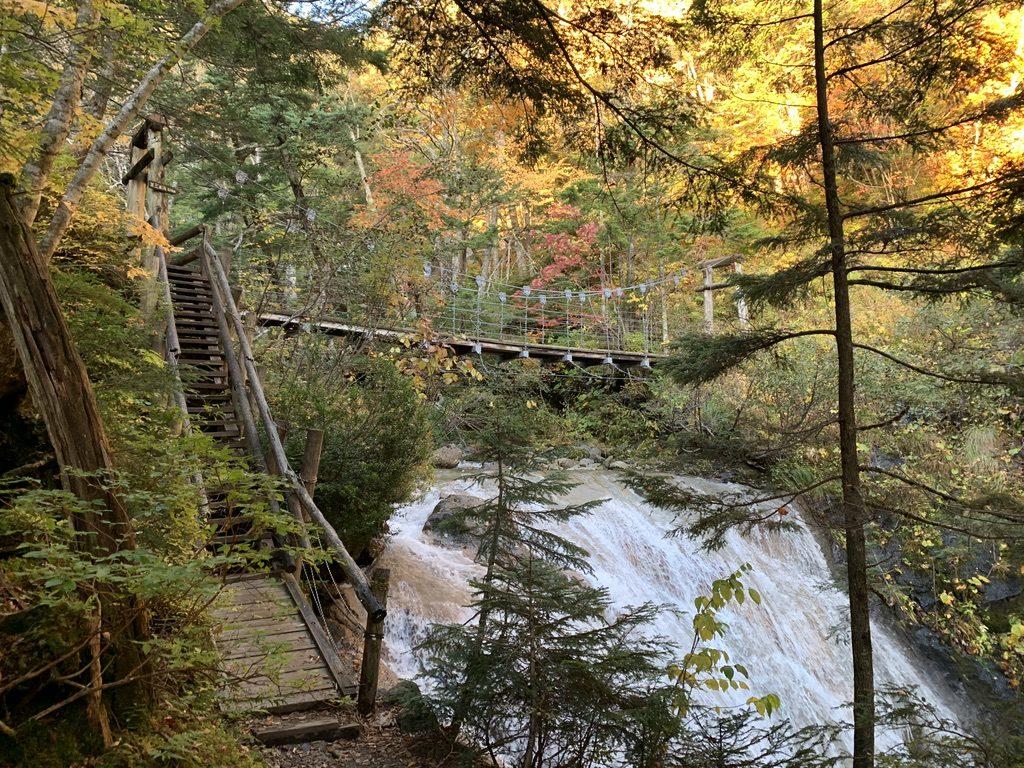 乗鞍岳・三本滝へと向かう吊り橋