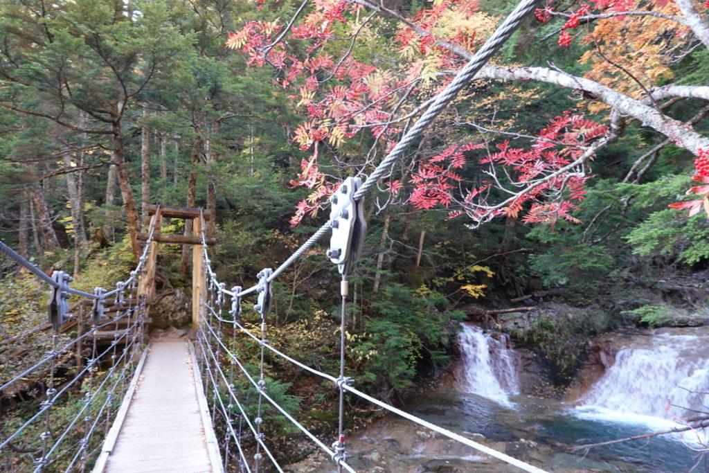 乗鞍岳・吊り橋渡って乗鞍岳登山道へ