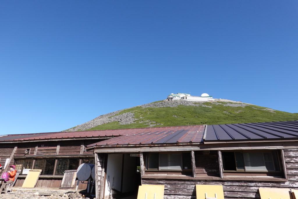 乗鞍岳・肩の小屋・摩利支天岳と乗鞍観測所(旧・国立天文台乗鞍コロナ観測所)