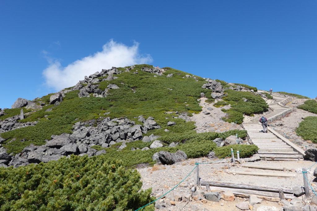 乗鞍岳・魔王岳の階段キツイ