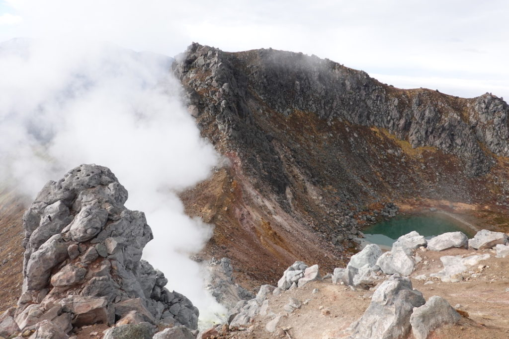 焼岳・焼岳・北峰山頂からの南峰と火口湖・正賀池