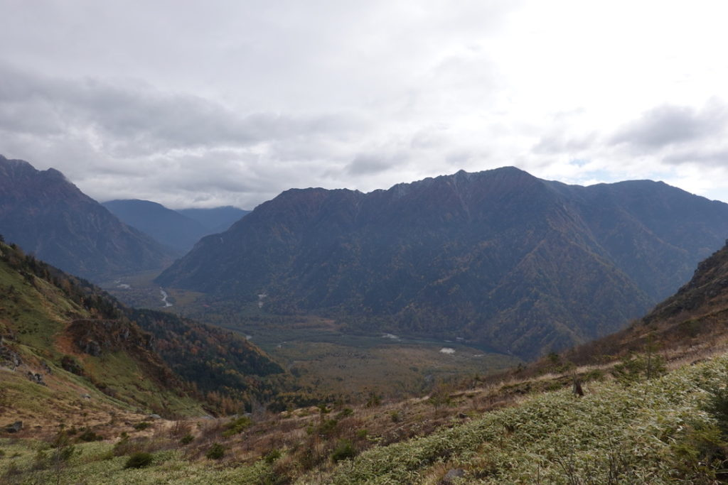 焼岳・中尾峠からの霞沢岳と大正池