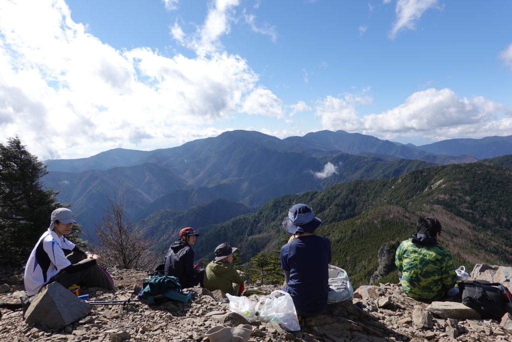 甲武信ヶ岳・甲武信ガ岳山頂からの奥秩父の山々
