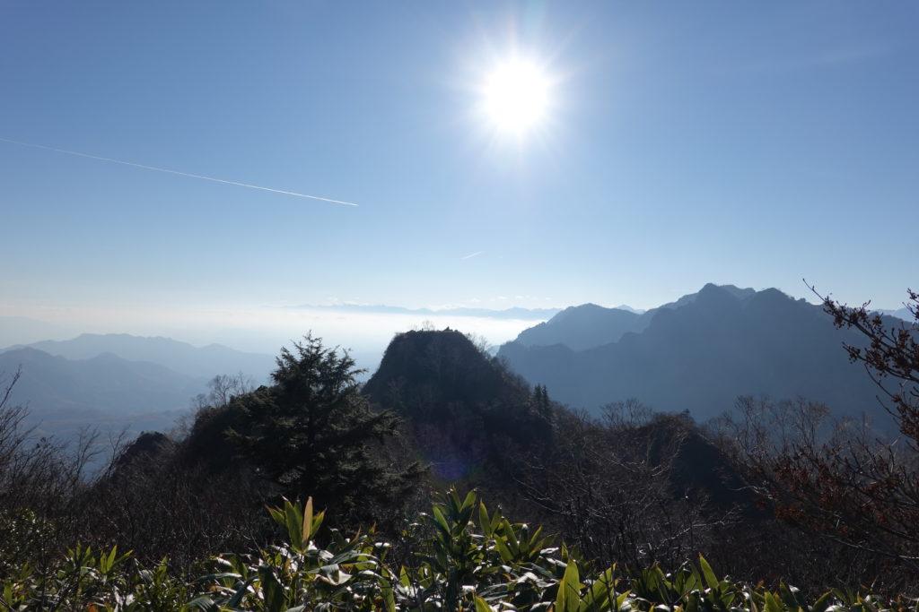 高妻山・戸隠山・戸隠山山頂から八方睨、本院岳、西岳を望む