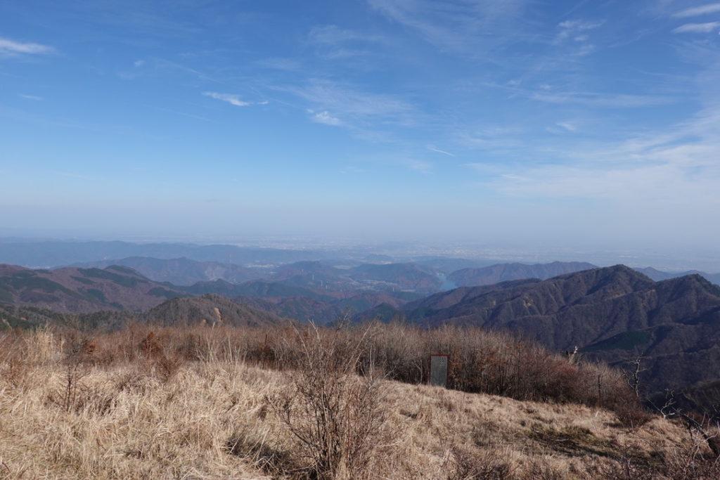 蛭ヶ岳・蛭ヶ岳山荘から宮ヶ瀬湖方面を望む