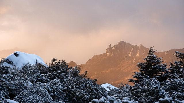 金峰山・金峰山小屋前からの瑞牆山