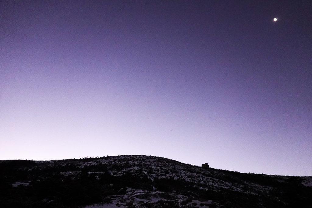 金峰山・五丈石と月