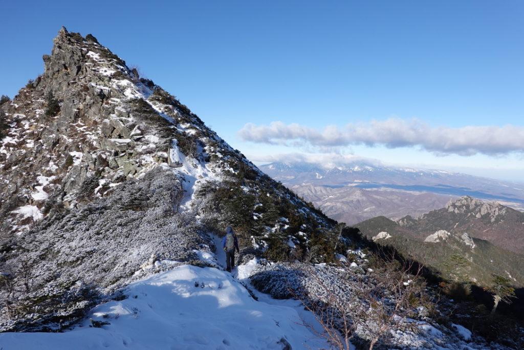 金峰山・金峰山の稜線と瑞牆山