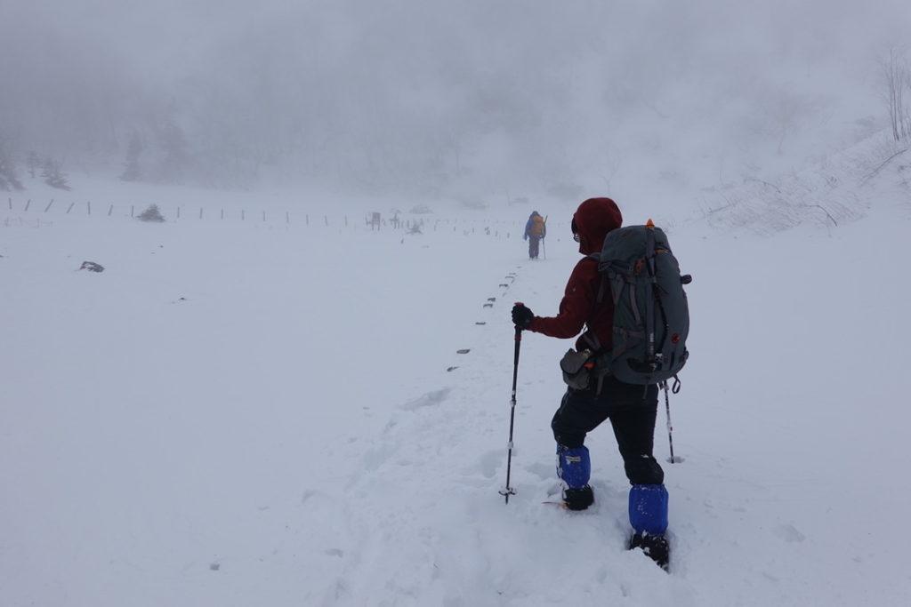 積雪期・日光白根山・弥蛇ヶ池、恐る恐る進みます