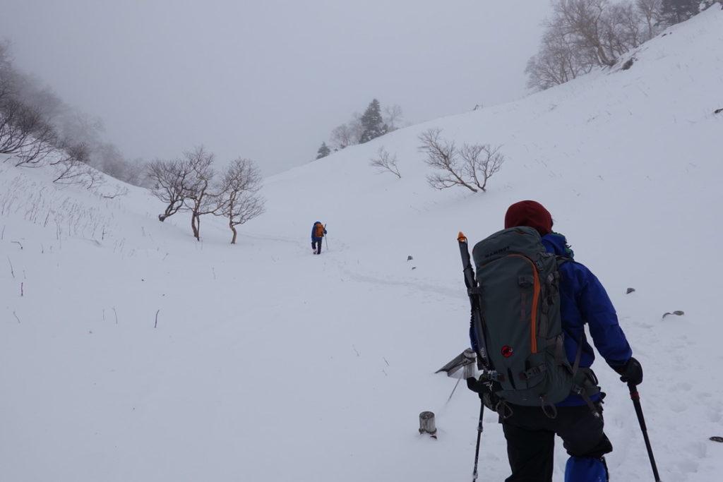 積雪期・日光白根山・トレースを追って