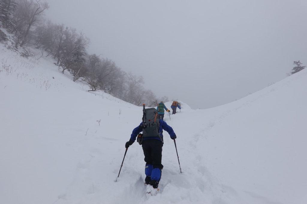 積雪期・日光白根山・ロープウェイ方面からとの合流地点へ