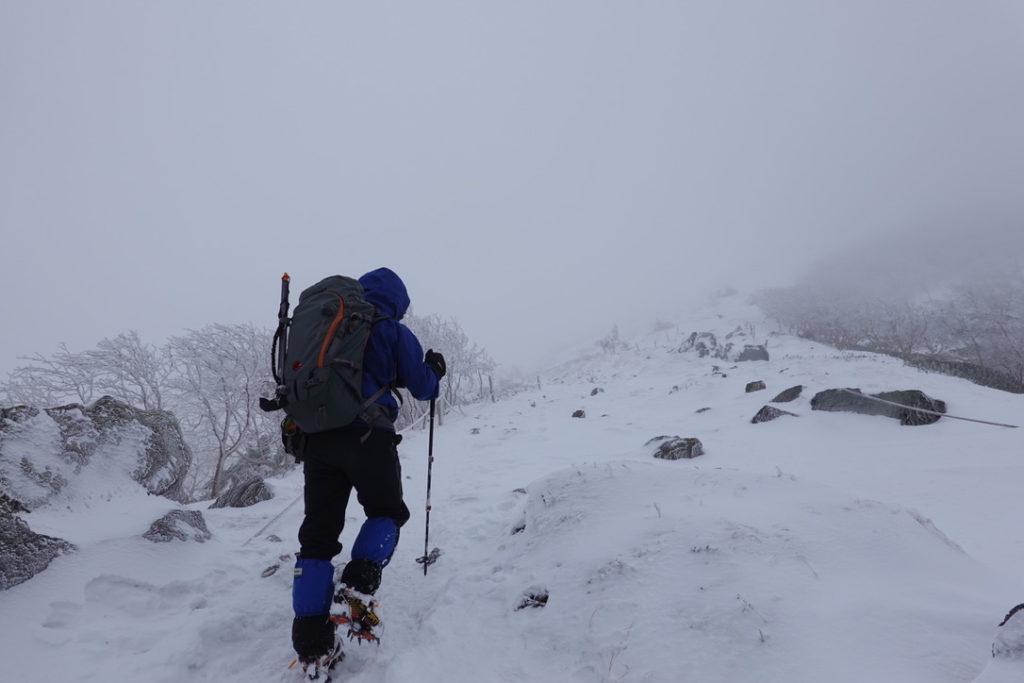 積雪期・日光白根山・山頂直下、登りましょう