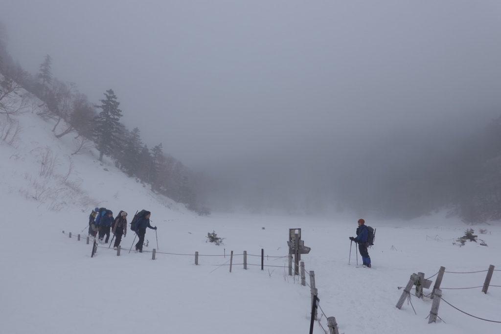 積雪期・日光白根山・弥蛇ヶ池でテン泊パーティと遭遇