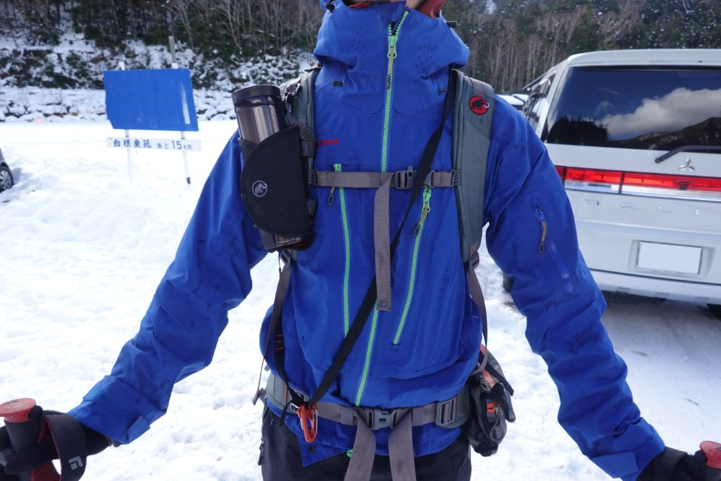 積雪期・日光白根山・相方の装備・MAMMUT(マムート)のハードシェル・グレイシャージャケット