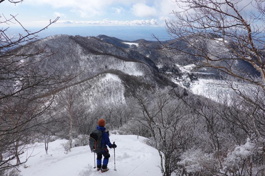 厳冬期・赤城山(黒檜山・駒ヶ岳)・黒檜山山頂からは急坂・小沼、地蔵岳が見える