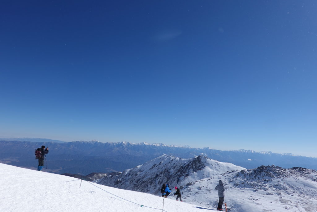 厳冬期・木曽駒ヶ岳・木曽駒ヶ岳山頂からの伊那前岳方面