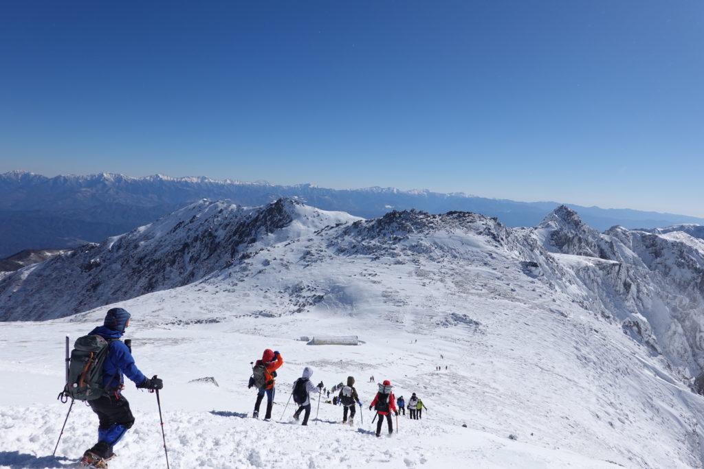 厳冬期・木曽駒ヶ岳・木曽駒ヶ岳山頂から中岳へ