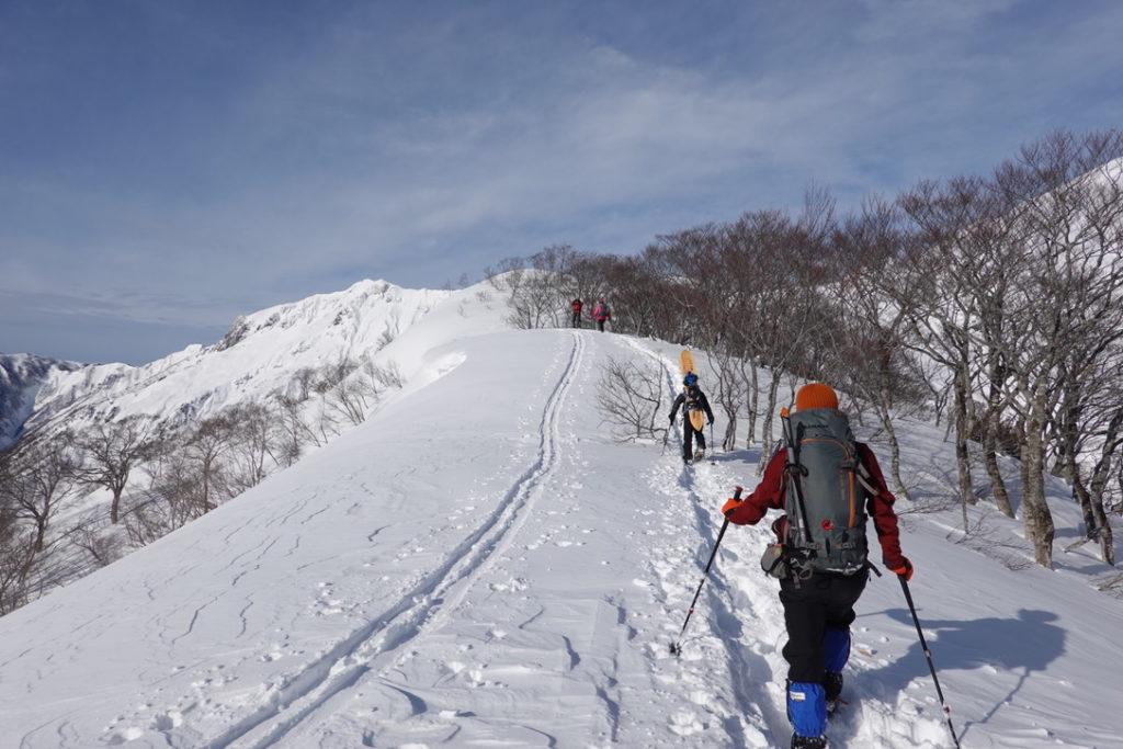 厳冬期・谷川岳・熊穴沢避難小屋へ・BC(バックカントリー)の人すごい