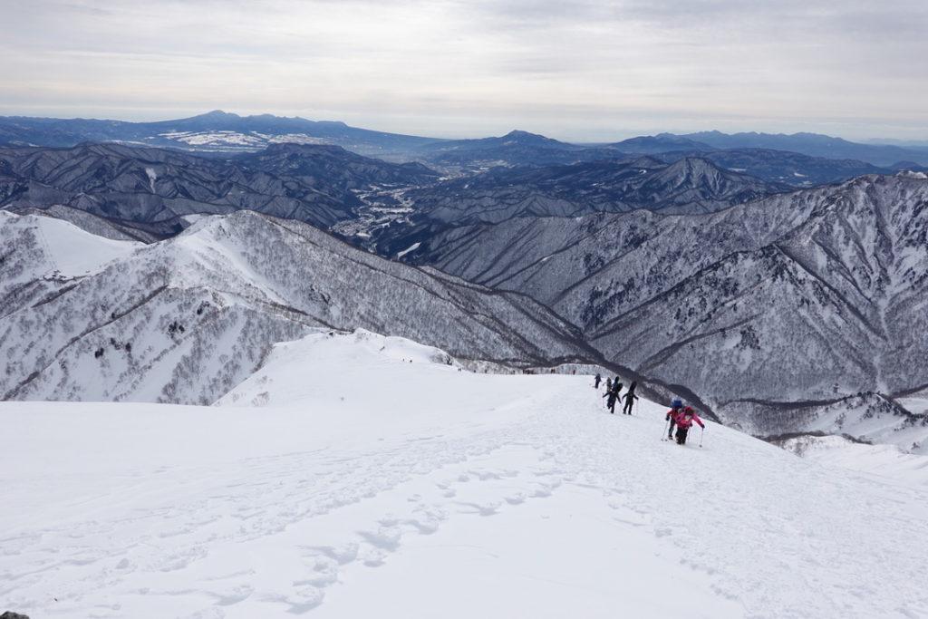 厳冬期・谷川岳・天神尾根・ザンゲ岩から下を見下ろす