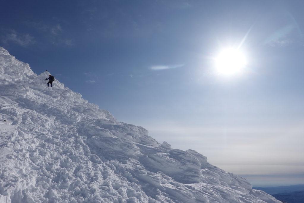 厳冬期・谷川岳・トマノ耳と太陽