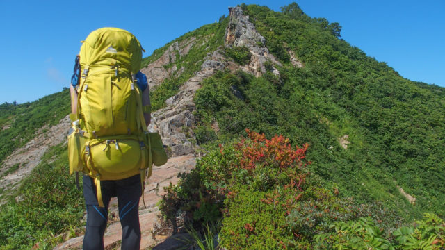 飯豊山・剣ヶ峰の岩稜歩き・まだ少し先がありますね