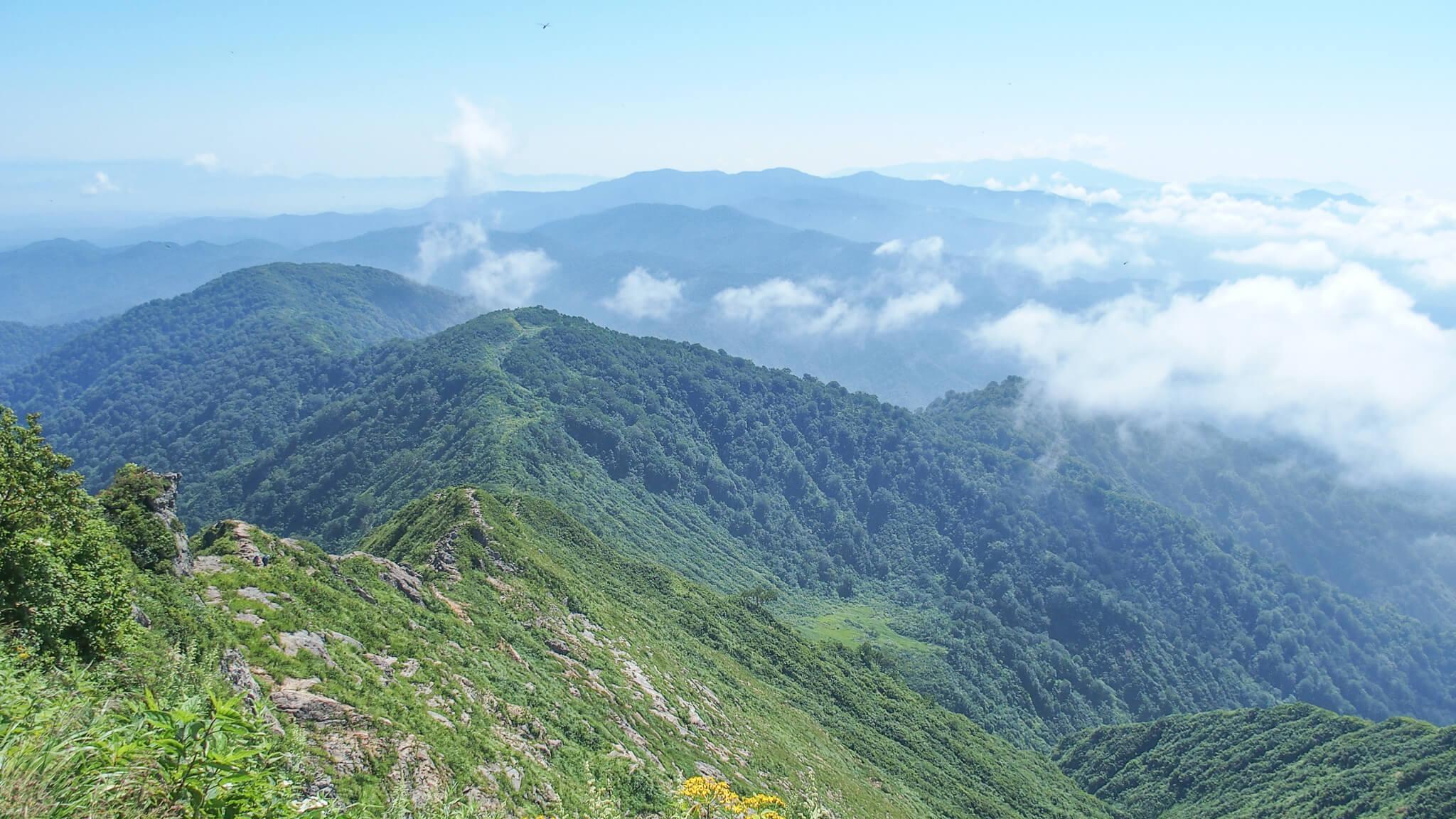 飯豊山・三国小屋からの剣ヶ峰の岩稜