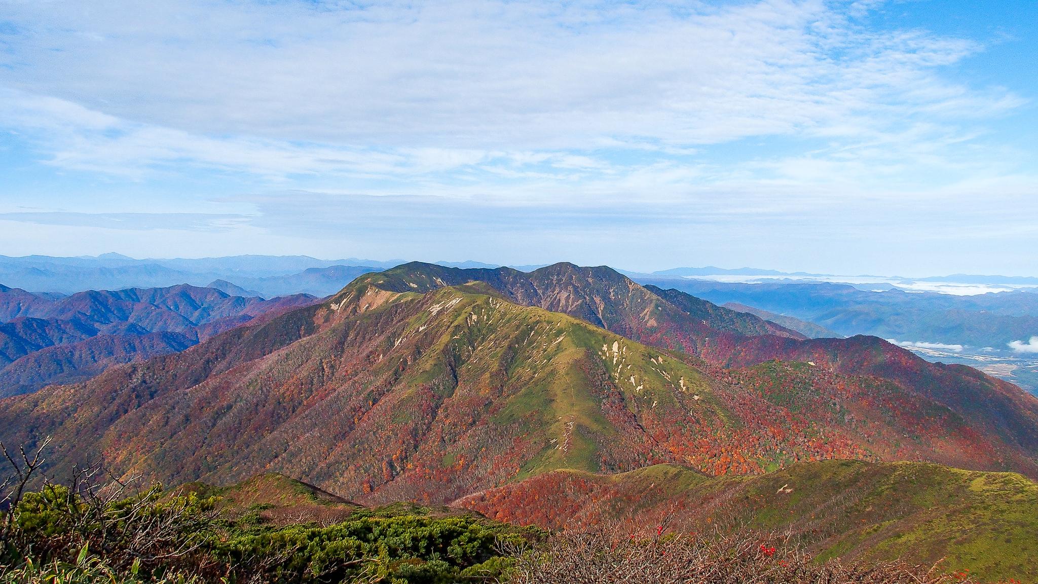 那須岳・三本槍岳からの流石山、大倉山に三倉山
