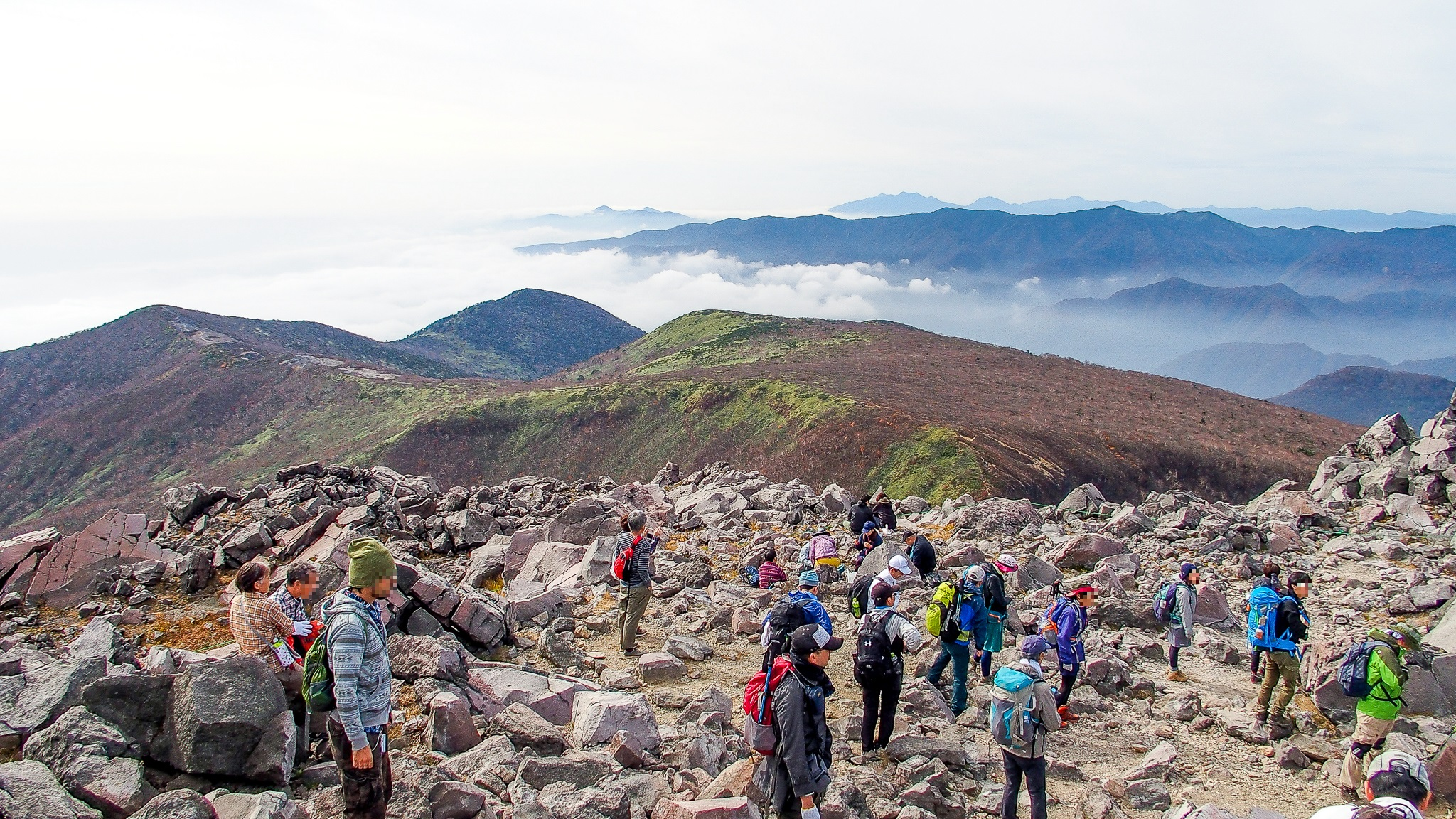 那須岳・茶臼岳山頂には人がたくさん