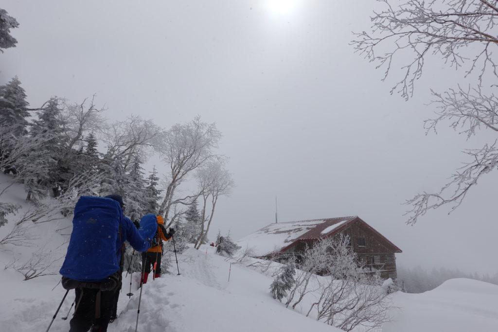 厳冬期・西穂丸山・西穂山荘が見えてきた!