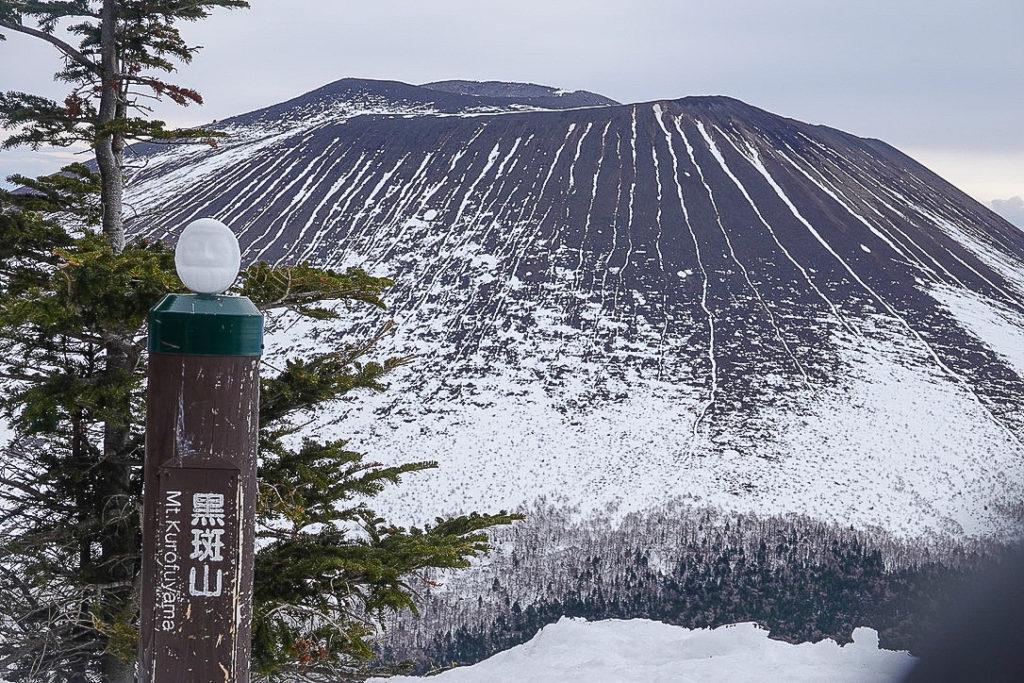 残雪期・浅間山・黒斑山と雪だるま