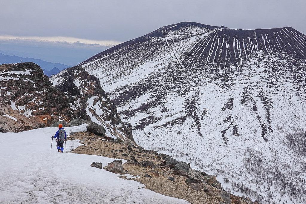残雪期・浅間山・蛇骨岳からは稜線景色が最高です