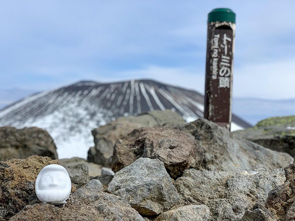 残雪期・浅間山・トーミの頭と雪だるま