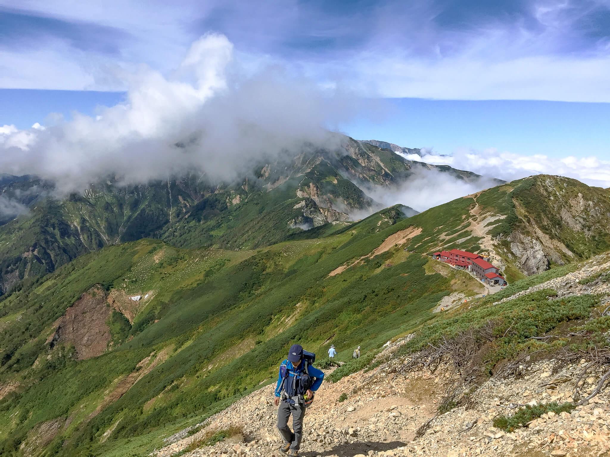 五竜岳から五竜山荘を振り返って