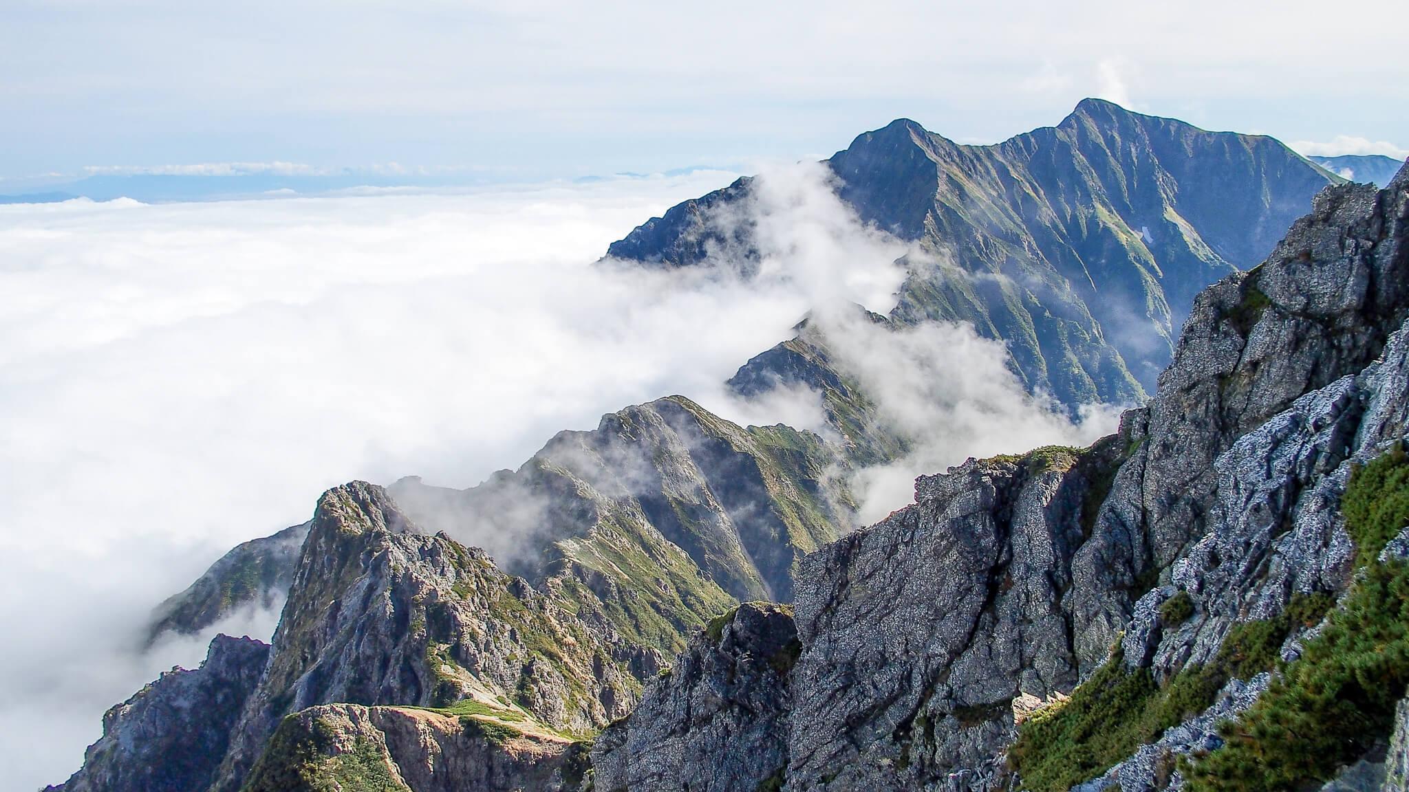 五竜岳から見えた八峰キレットと鹿島槍ヶ岳