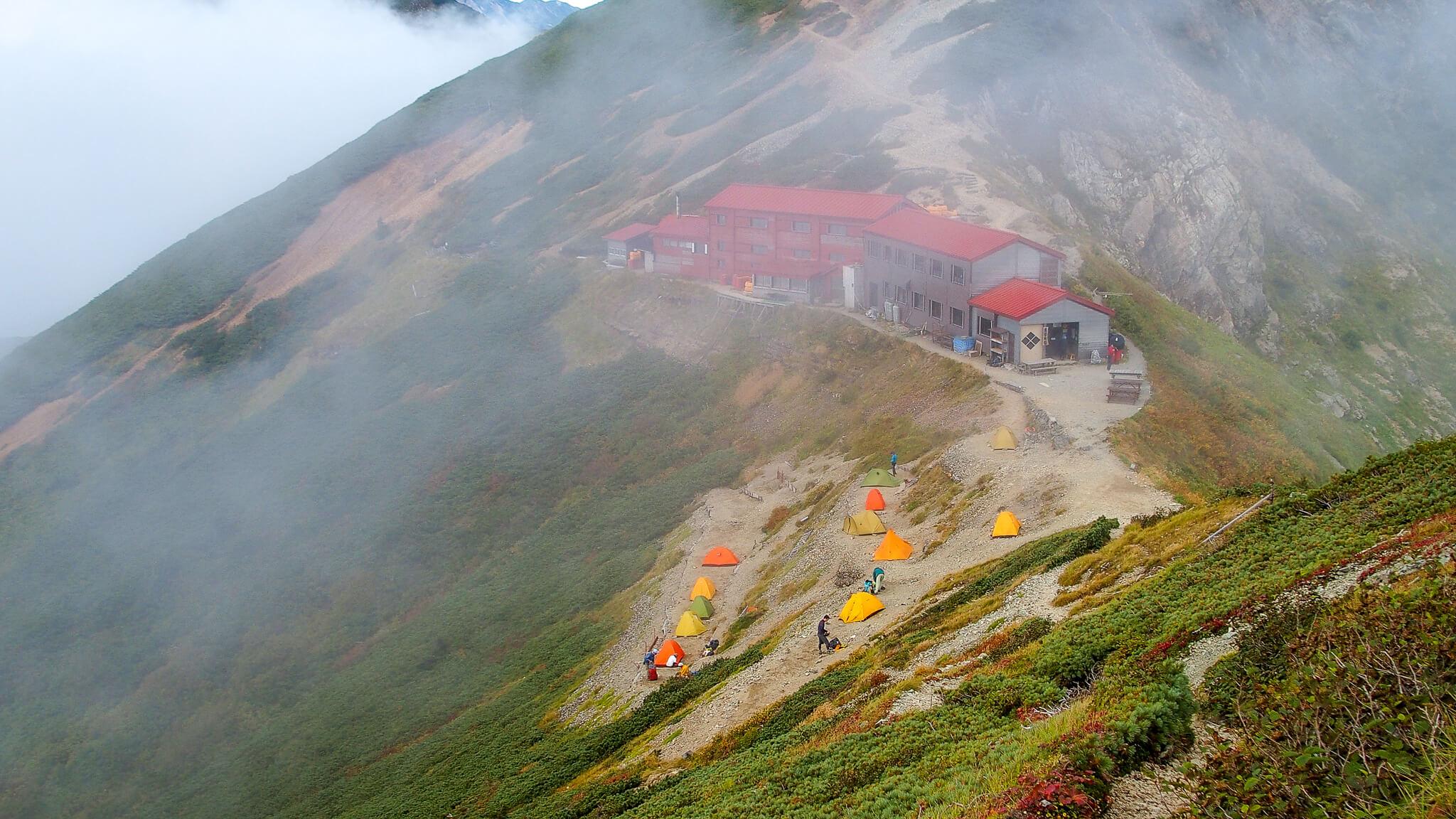 五竜岳山頂から五竜山荘へ4・五竜山荘が見えた!