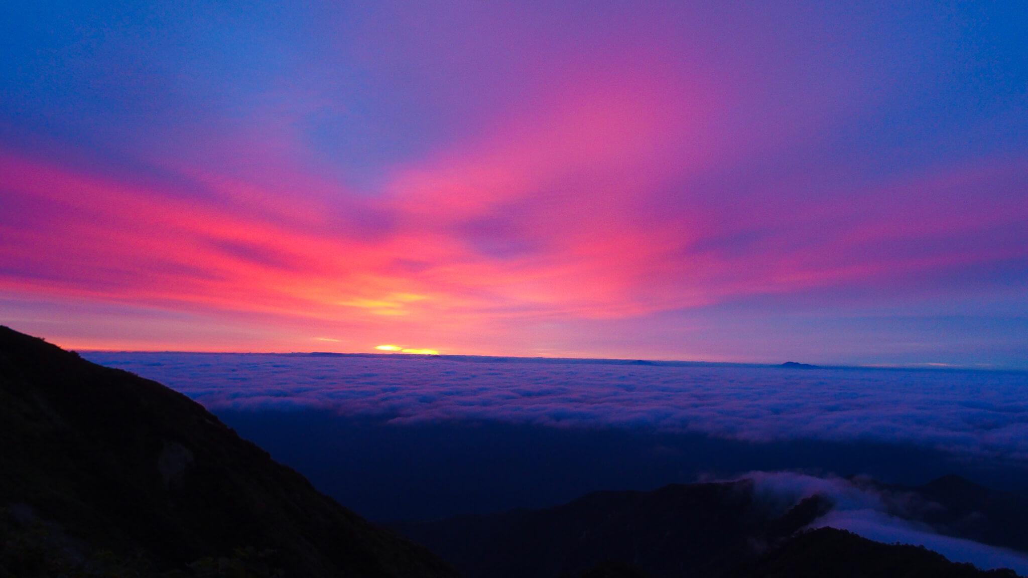 五竜岳・五竜山荘の日の出