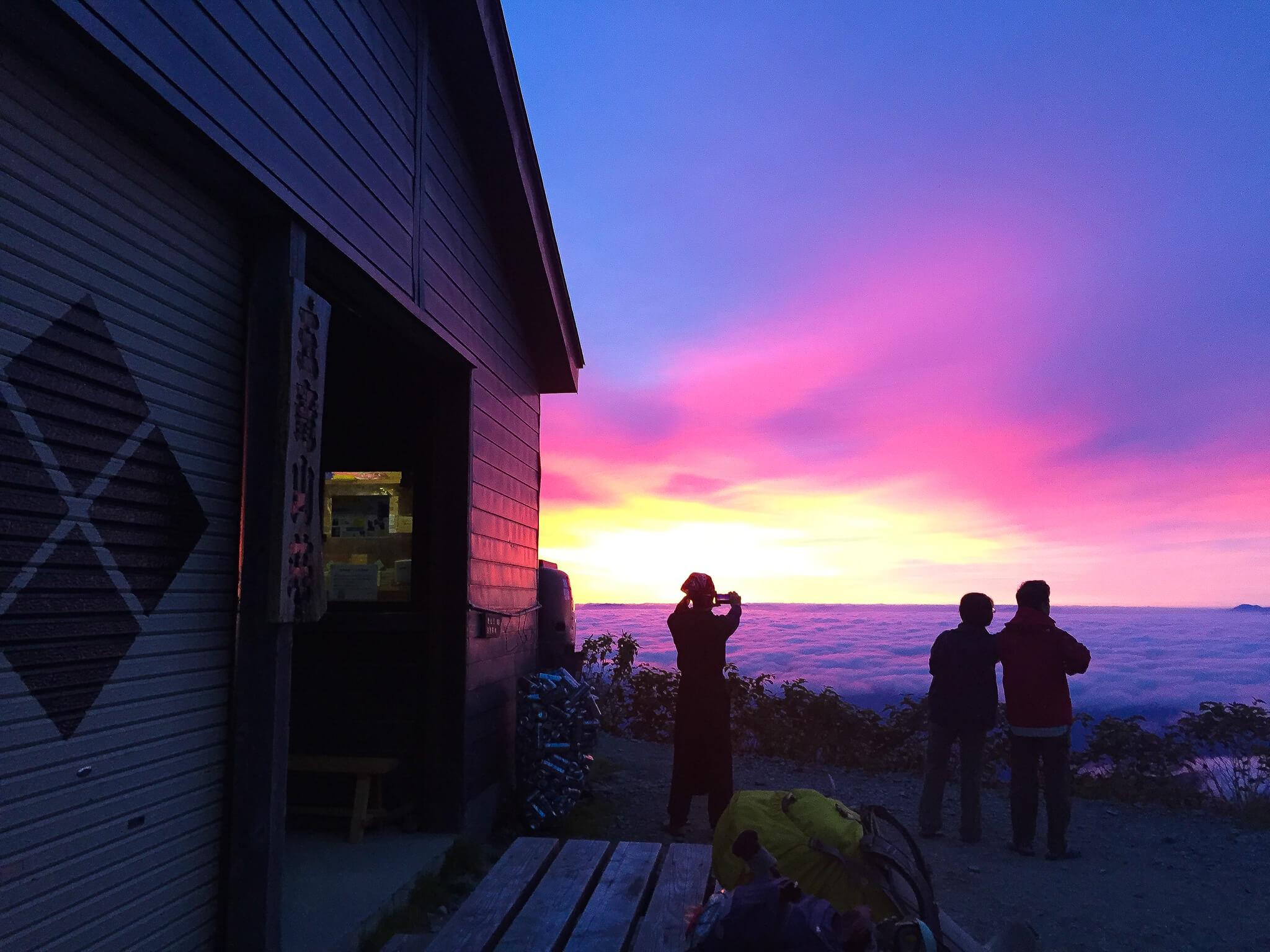 五竜岳・五竜山荘で日の出を待つ3