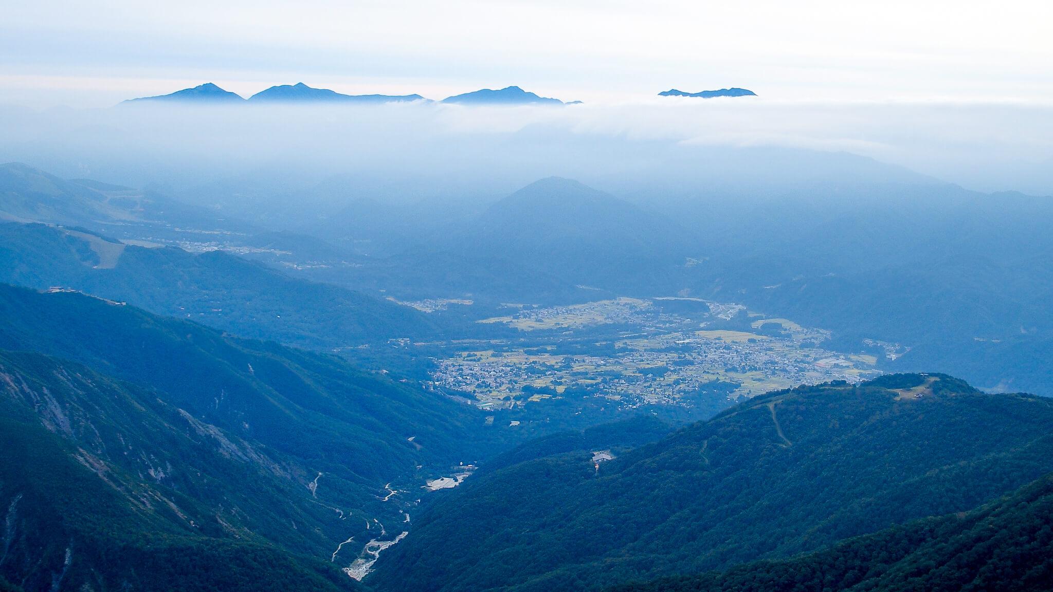五竜岳・遠見尾根と八方尾根と白馬村