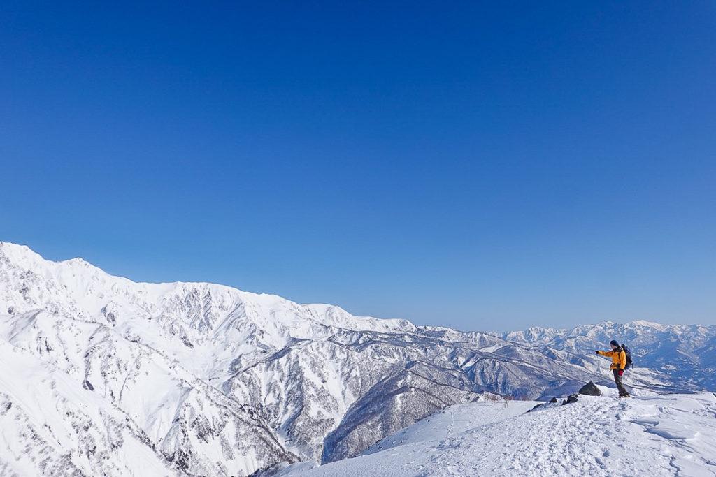 積雪期・唐松岳・第3ケルンから見る白馬の稜線