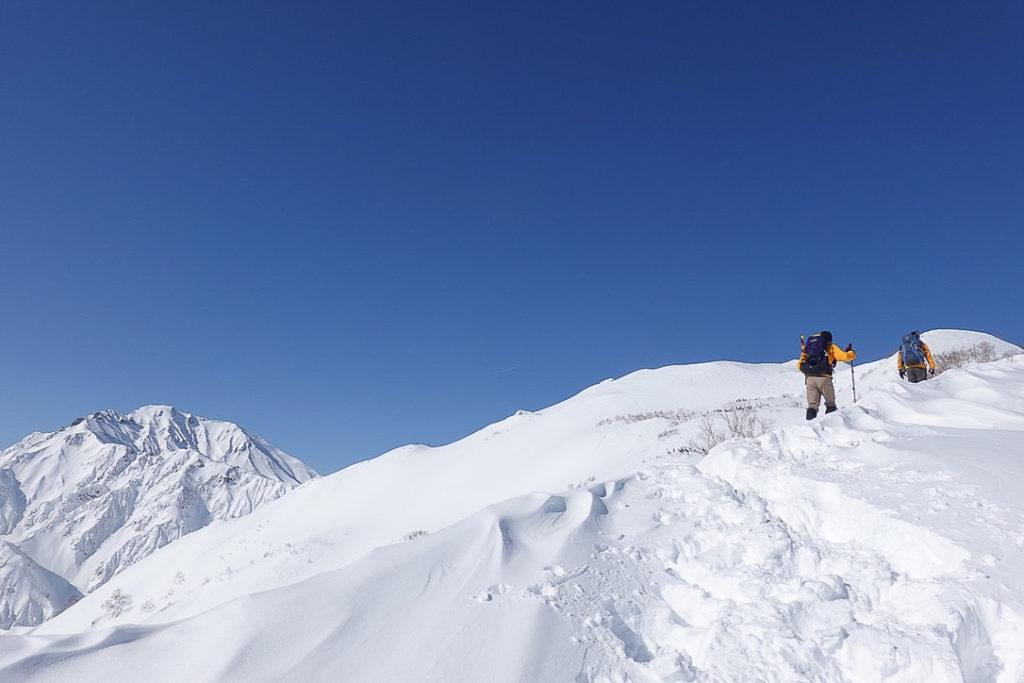 積雪期・唐松岳・丸山へ・五竜岳が背中を押してくれました。
