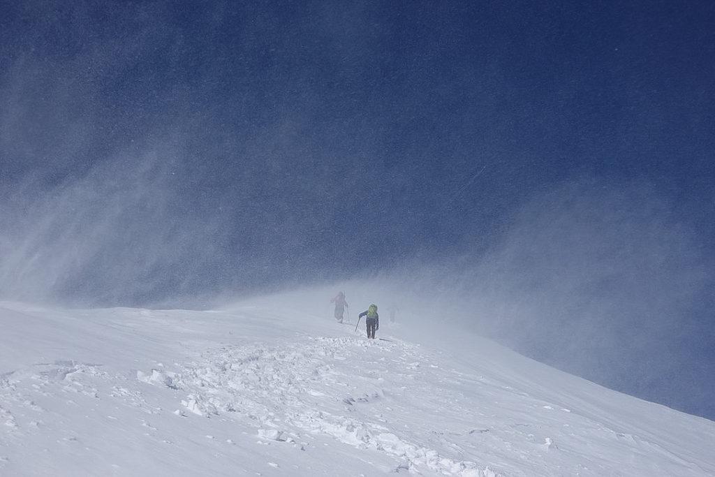 積雪期・唐松岳・丸山へ・風が強く吹いている
