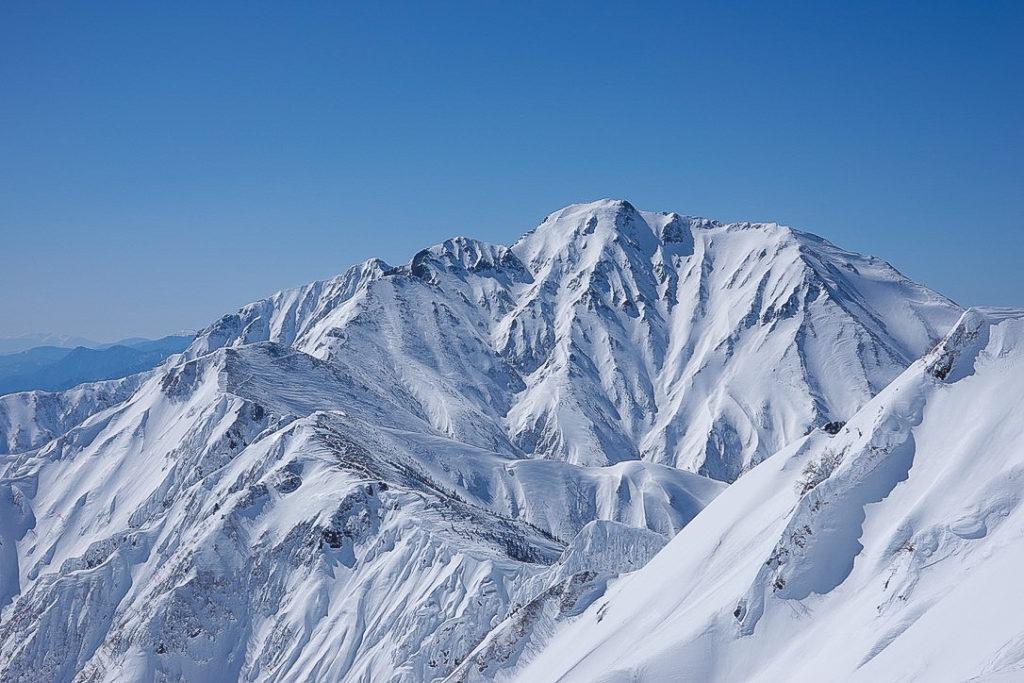 積雪期・唐松岳・2554mピークからの五竜岳の雄姿