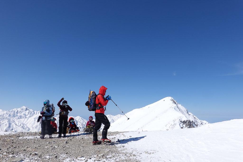 積雪期・唐松岳・唐松岳頂上山荘上の休憩ポイント