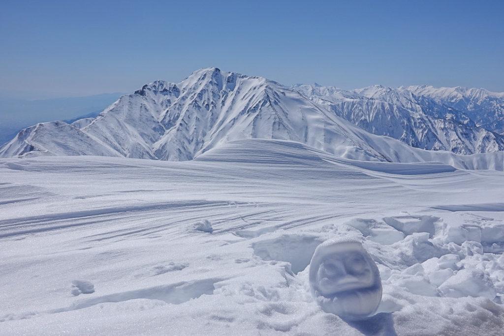 積雪期・唐松岳・唐松岳山頂からの五竜岳と雪だるま