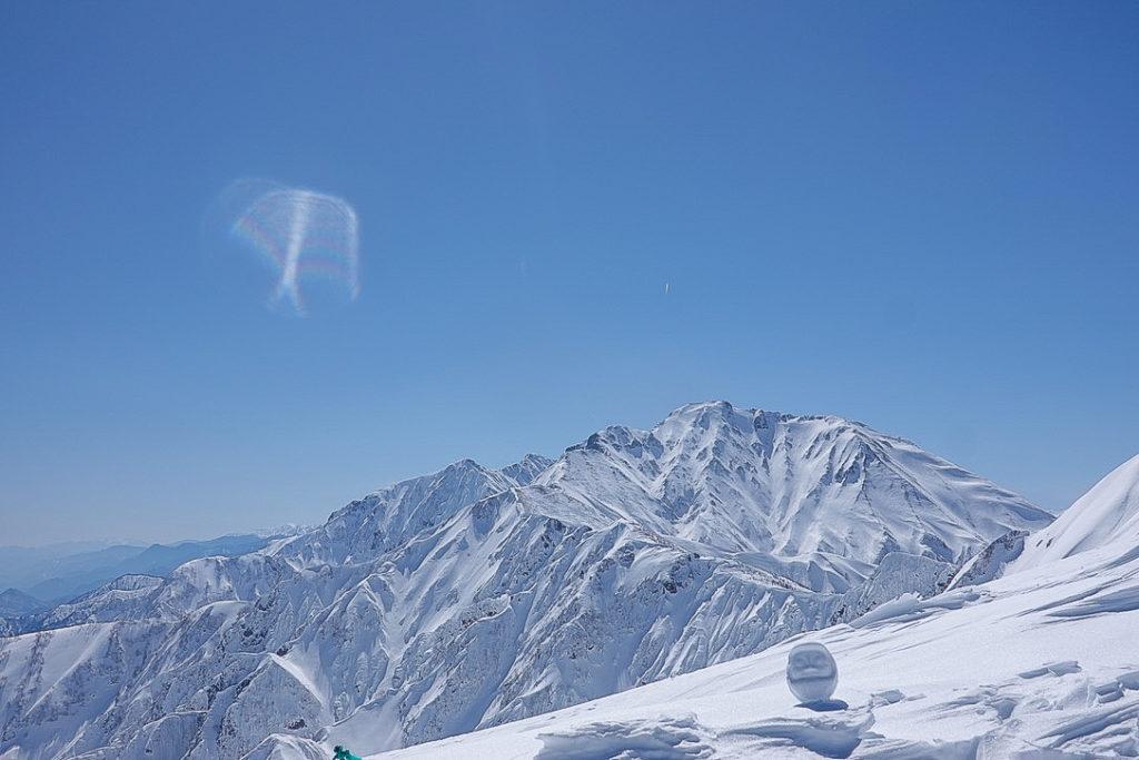 積雪期・唐松岳・なんども撮っちゃう五竜岳と雪だるま