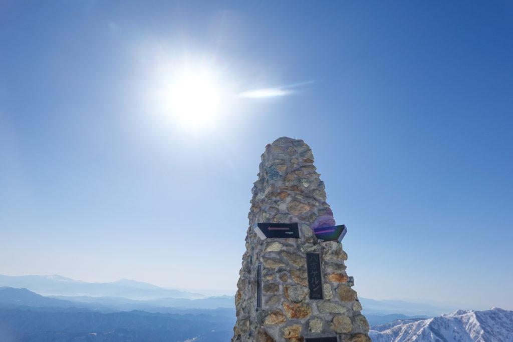 積雪期・唐松岳・顔みたいに見える八方ケルン