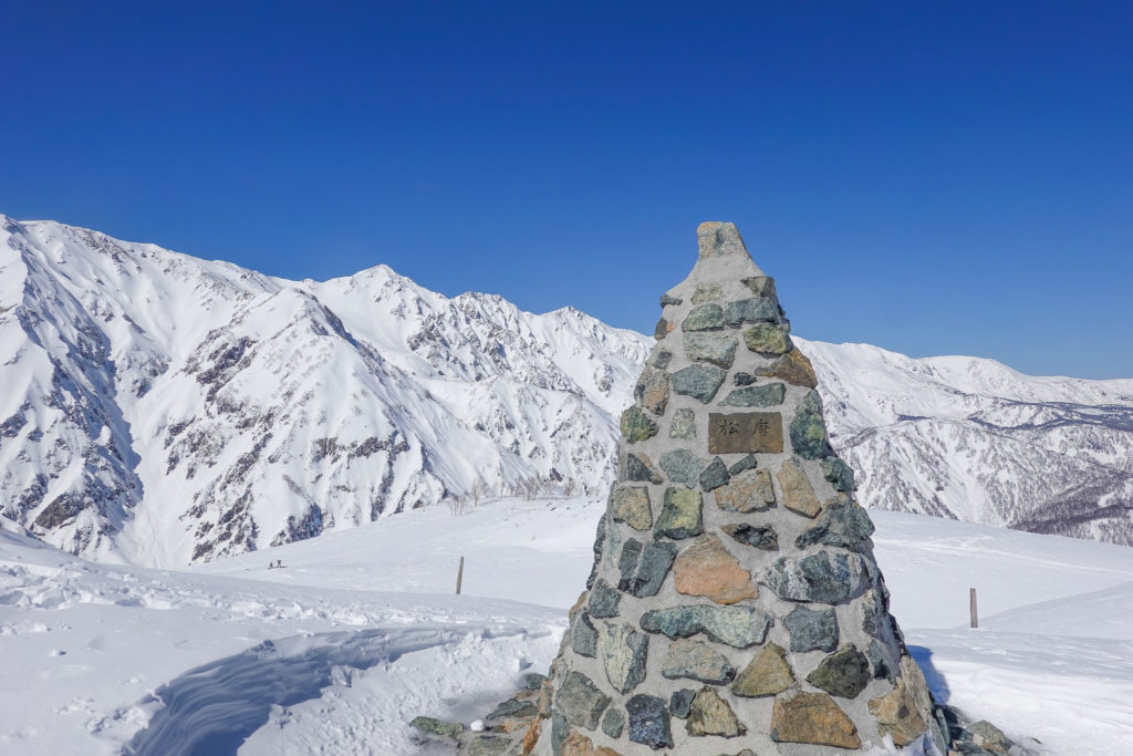 積雪期・唐松岳・第3ケルンと白馬三山(白馬鑓ヶ岳・杓子岳・白馬岳)
