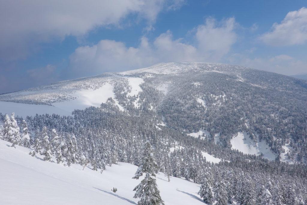 残雪期・西吾妻山・西大巓の途中からの西吾妻山