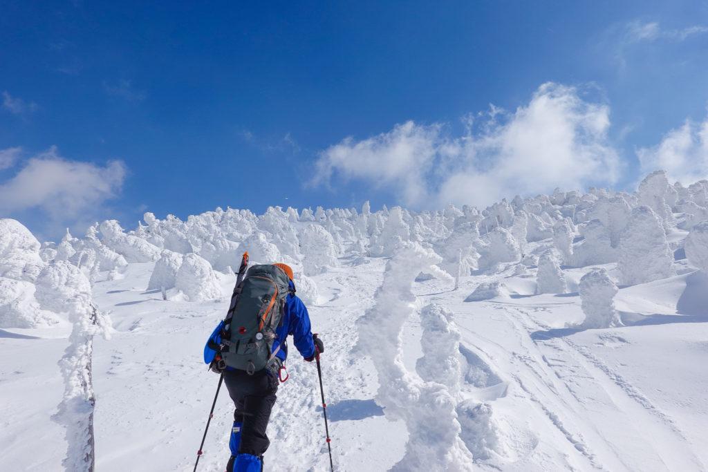 残雪期・西吾妻山・モンスターを越えて山頂へ
